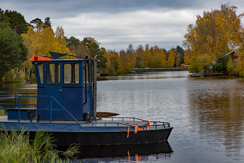 HUGIN och den provisoriska bron i bakgrunden